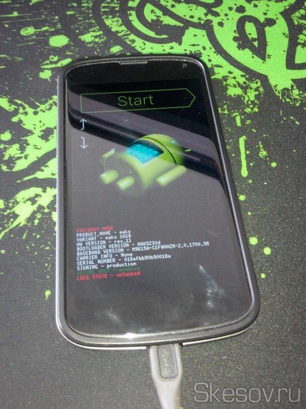 """Ну чтож, поехали... первое что нам нужно, это установить рекавери TWRP. Поэтому перезагружаем телефон в fastboot. Для этого, выключаем телефон, зажимаем клавиши """"громкость -"""" и включения. Пока не появится такой экран. Подключаем телефон проводом к компьютеру."""