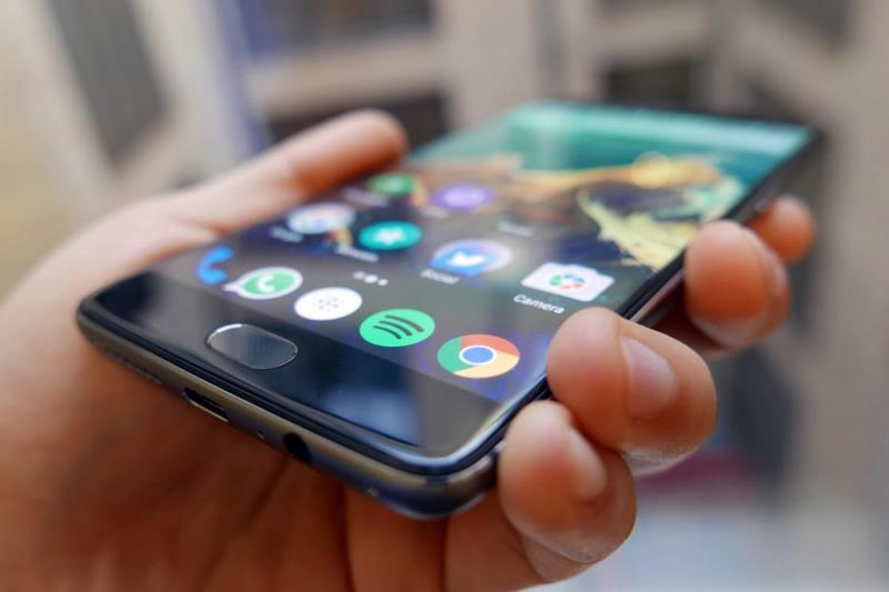 Смартфон в руке