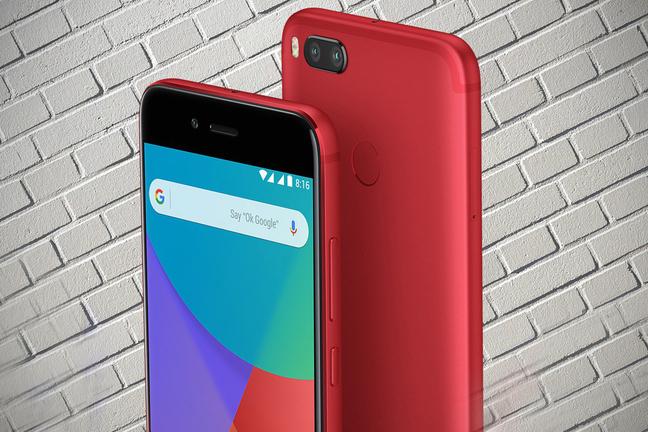Смартфон Xiaomi красного цвета