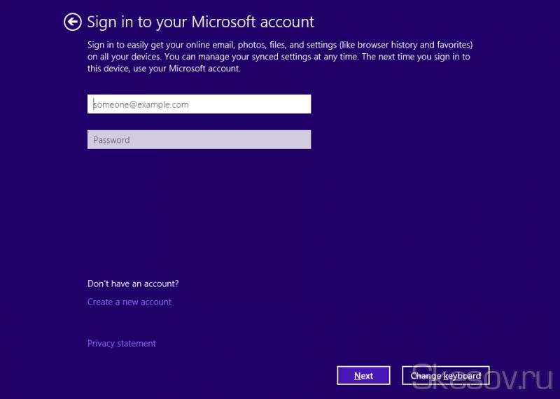 После установки появится мастер первоначальной настройки ОС, точно такое же как в ОС Windows 8.1/8 и первое его окно - ввод данных учетной записи майкрософт. Можно отказаться нажав ссылку что у вас нет учетной записи и отказать от регистрации. Я же использую ее с выхода Windows 8 и считаю одним из самым удобных нововведений, если хотите потом отключите пароль при включении.