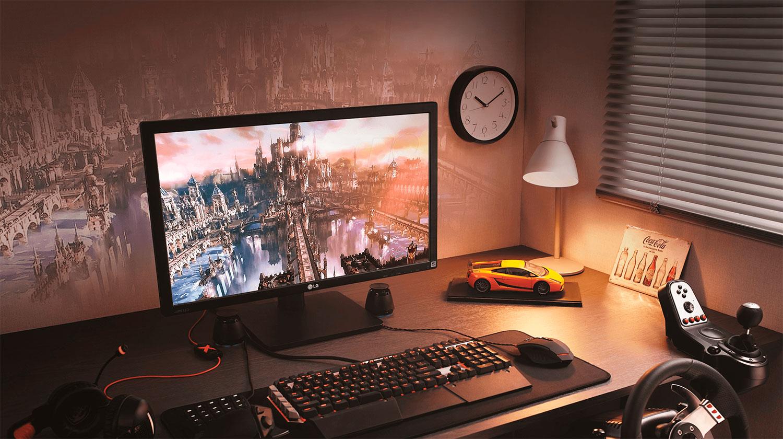 Компьютерный стол с монитором