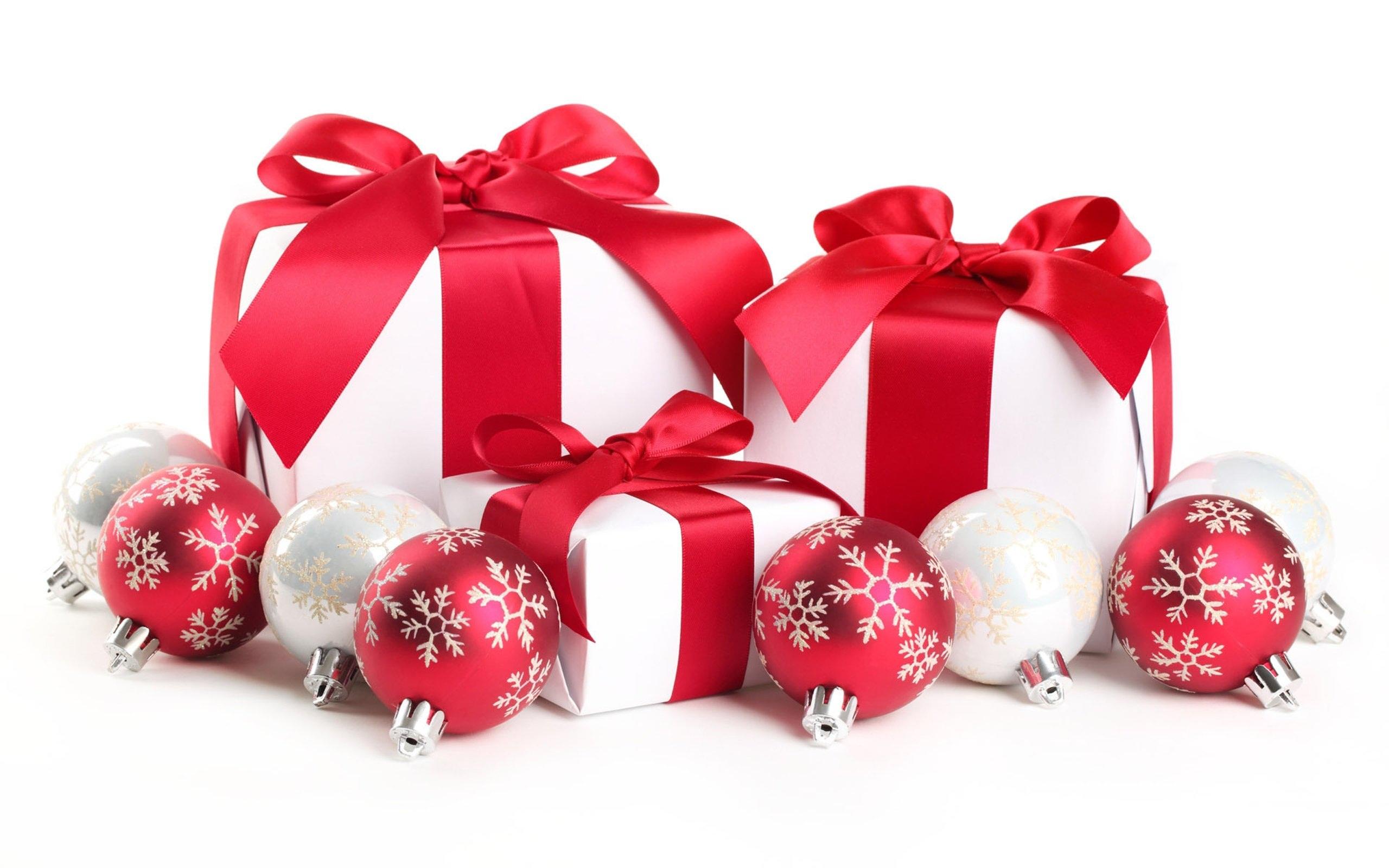 Новогодние игрушки и подарки