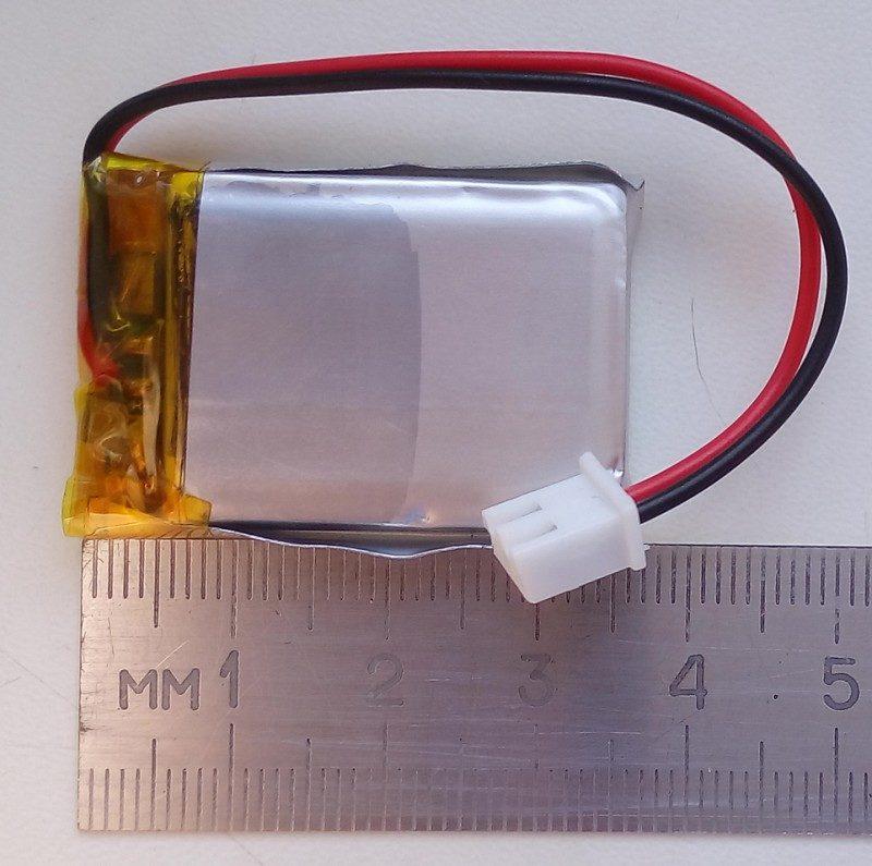 Литий-полимерный аккумулятор и линейка